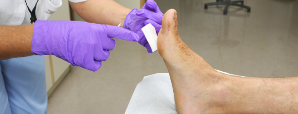 how to treat a cut foot diabetes